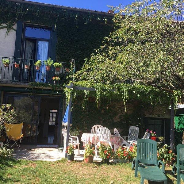Grande maison, terrasse et  jardin clos, près du lac., holiday rental in Clairvaux-les-Lacs