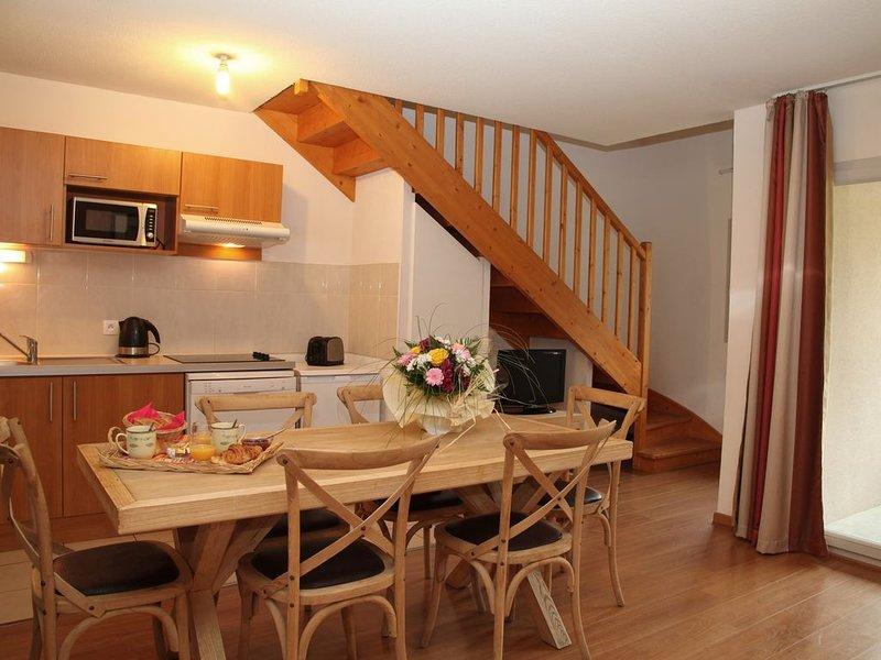 Appart. Duplex  en résidence avec piscine et vue montagne, vacation rental in Luz-Saint-Sauveur
