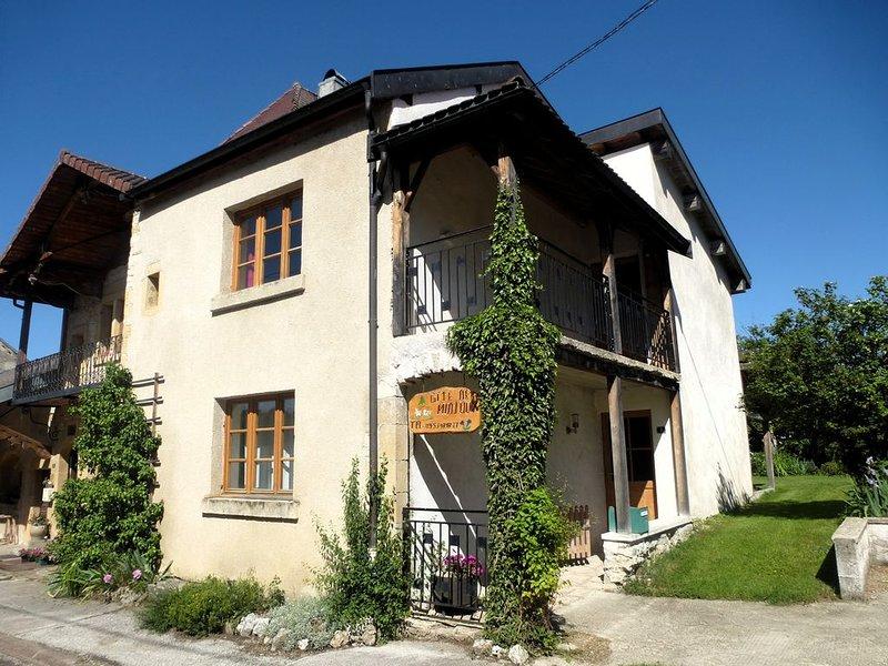 Gite dans le val de Miéges ., holiday rental in Chaux-Neuve