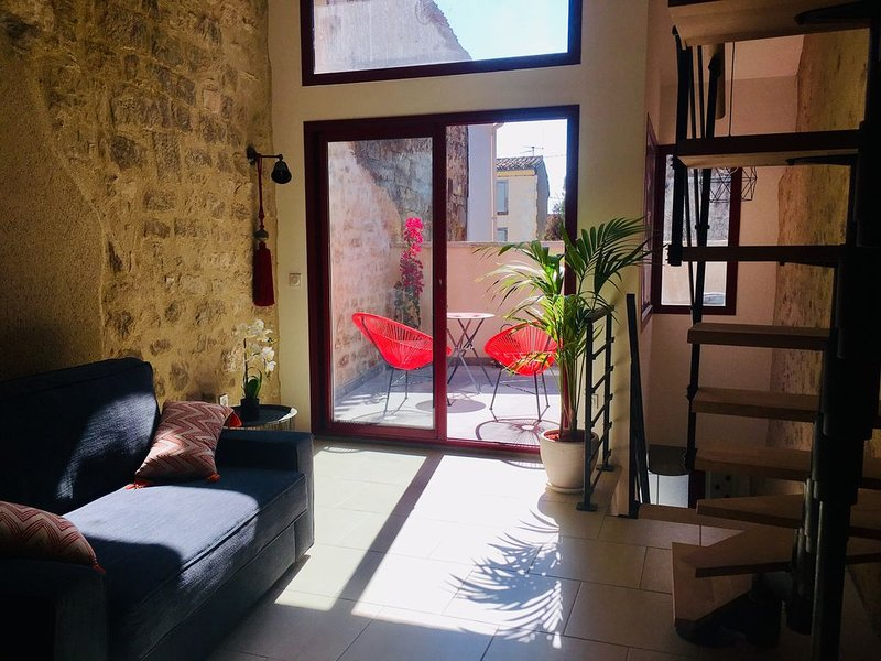 Loft cosy niché au coeur du village, holiday rental in Villespassans