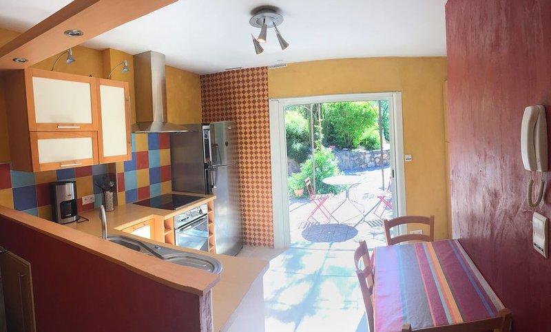 Appartement  de caractère à Millau Creissels avec vue sur le Viaduc, holiday rental in Viala-du-Tarn
