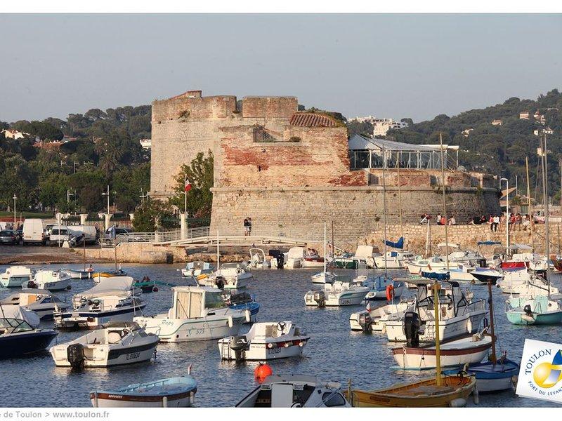 Maison 'La dernière Séance' au Mourillon (Toulon) 5 minutes à pied de la plage, aluguéis de temporada em Toulon