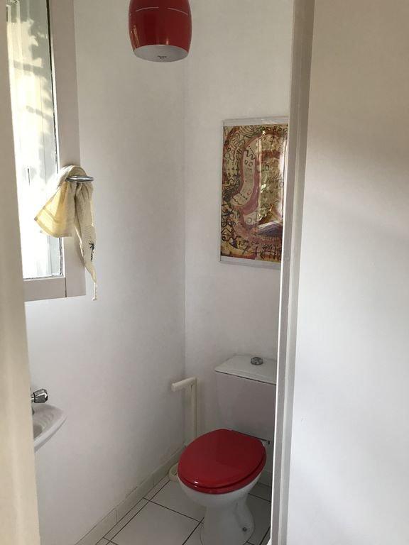 Toilettes du bas ...