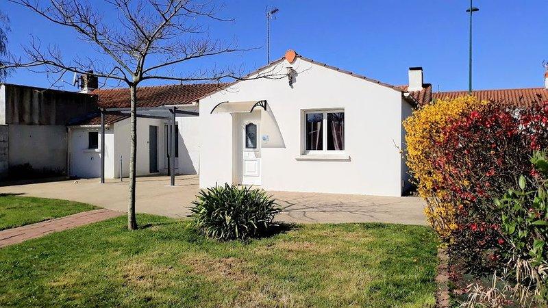 Maison vendéenne de 80 m²  dans  charmant village traversé par le Ligneron., location de vacances à Commequiers