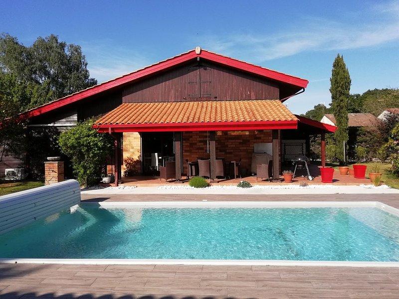Maison d'architecte climatisée 4 chambres piscine chauffée, holiday rental in Cestas