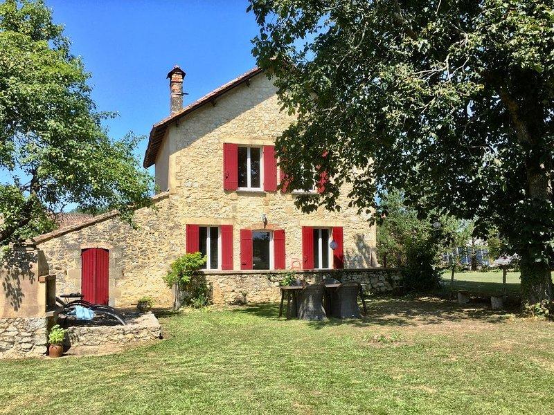 Magnifiquement restaurée maison de 2 chambres avec piscine privée et barbecue., holiday rental in Monestier