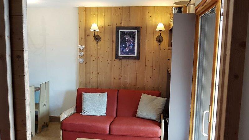 Risoul appartement T2 4 couchages Antarès départ et retour skis aux pieds, holiday rental in Risoul