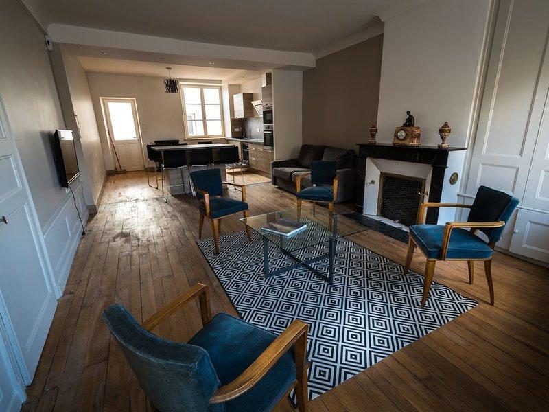Spacieux appartement de caractère au centre de Mirecourt, holiday rental in Mirecourt