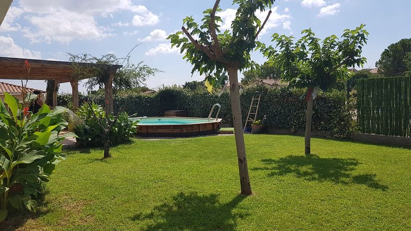 villa sud de France avec piscine, holiday rental in Aniane