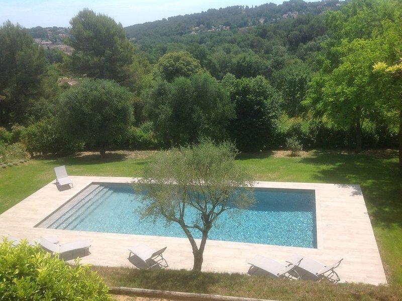Appt de charme au calme + piscine dans un environnement exceptionnel , 4 p. max, location de vacances à Valbonne