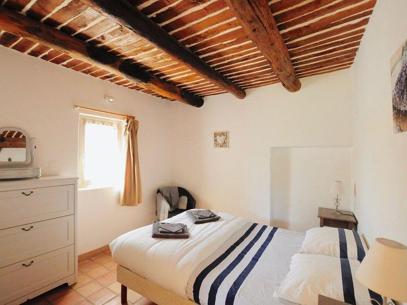 Appartements dans magnifique Bastide, Puyvert-Lourmarin, holiday rental in Puyvert