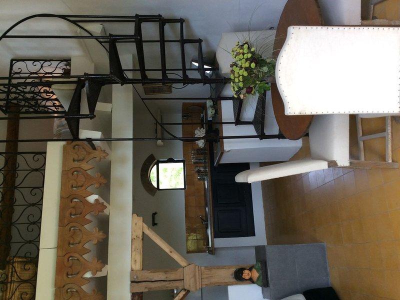 Appartement de 50 m2 indépendant dans mas au pied du Luberon, aluguéis de temporada em Cheval-Blanc