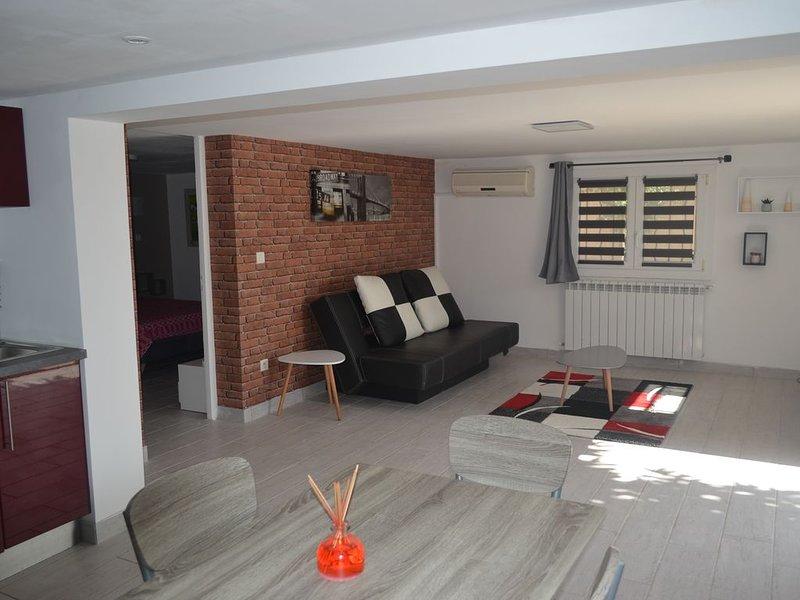 Appartement tout confort avec piscine dans un quartier résidentiel, location de vacances à Port-de-Bouc