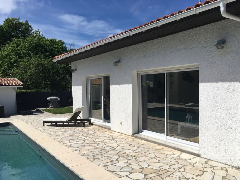 Villa familiale piscine-Océan & Bassin d'Arcachon, holiday rental in Le Temple