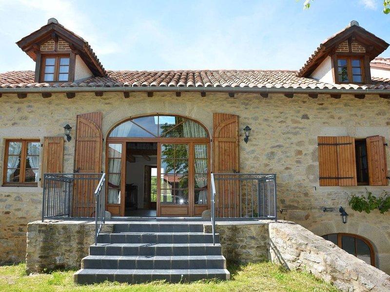Gîte à la campagne a Sousceyrac en Quercy, location de vacances à Bessonies
