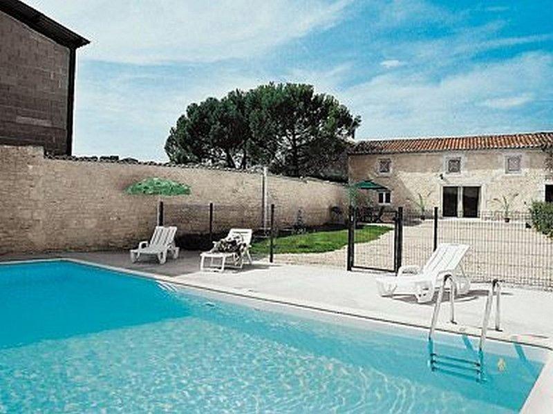 Gîte Mirabelle aux portes de Cognac, vacation rental in Vaux-Rouillac