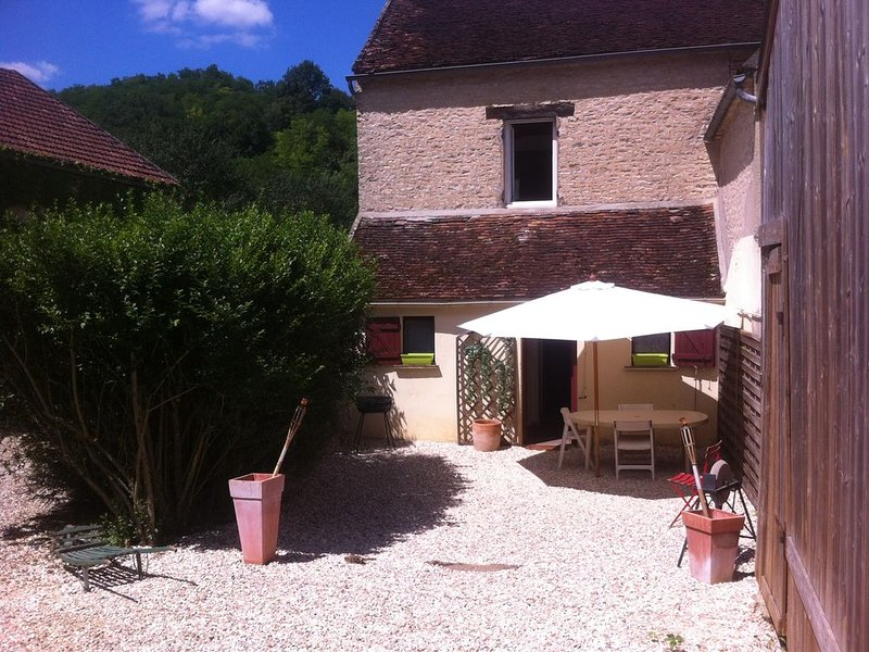 Gîte 'le crot des vignes' - VEZELAY-AVALLON-CLAMECY, vacation rental in Mailly-la-Ville