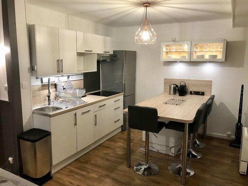Superbe T2 de 55 m² à 10min de Lille - lumineux & cosy ❤️, holiday rental in Croix