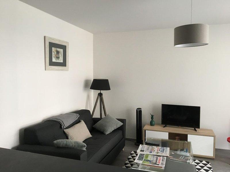 appartement T3, 5 couchages , neuf, terrasse , lumineux , 1er ét., centre ville, location de vacances à La Teste-de-Buch