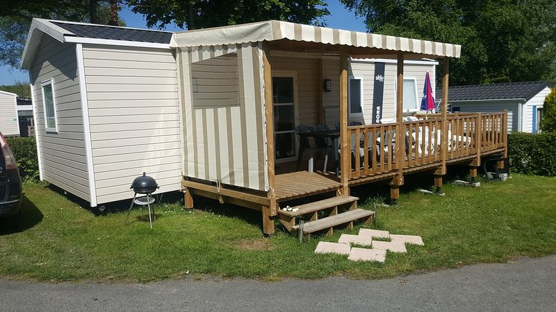 Mobil-home récent emplacement 33  3 chambres, holiday rental in Cahagnes