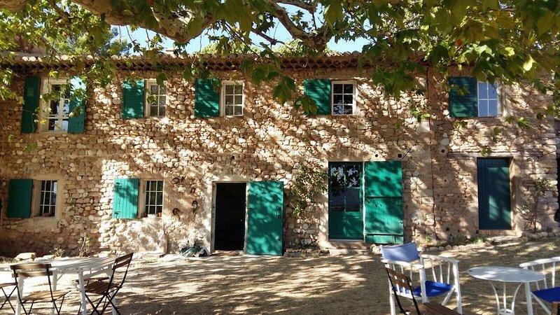 Maison 8/10 personnes avec piscine , magnifique vue sur Ste Victoire, location de vacances à Pourrieres