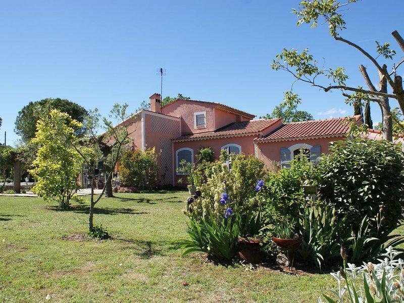Belle et grande villa au calme à 30 mins de la mer 7pers max, holiday rental in Saint-Paul-en-Foret