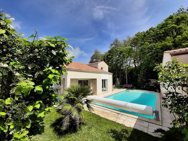 Villa lumineuse dans un cadre verdoyant, proche de La Rochelle et de l'Ile de Ré, location de vacances à Sainte-Soulle