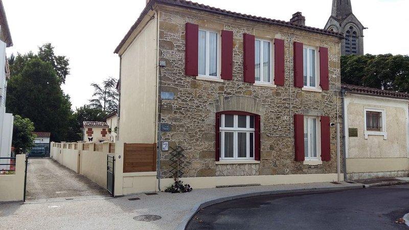Le Gîte MarieJo, situé au coeur d'un joli village, Villandraut, holiday rental in Pujols-Sur-Ciron