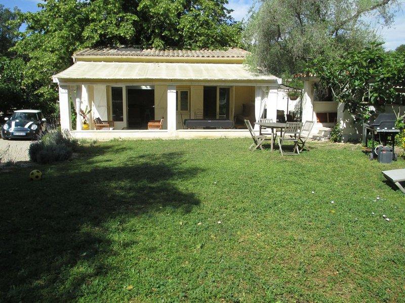Maison indépendante sur propriété familiale à 1,6 km du village de Valbonne, location de vacances à Valbonne