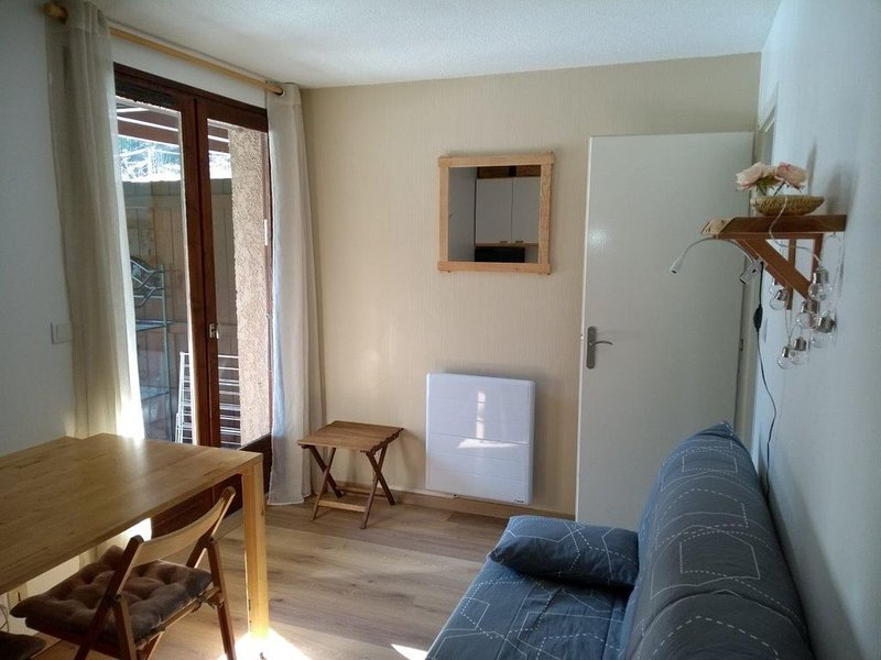 Appartement T2 location ski, cure ou vacances, vacation rental in Bagneres-de-Luchon