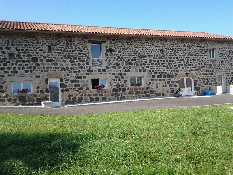 Appartement moderne 4 personnes situé sur le plateau ardechois, holiday rental in Landos