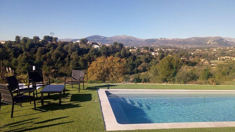 /NOUVEAU/Dans belle villa lumineuse, piscine, BBQ, pétanque, vue panoramique, holiday rental in La Gaude