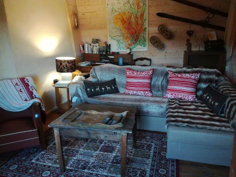 Gîte pouvant accueillir 5 personnes, holiday rental in Lavoute-Chilhac