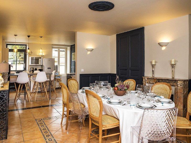 Gîte 14 personnes - A 5 min du centre de Châteauroux, casa vacanza a Levroux