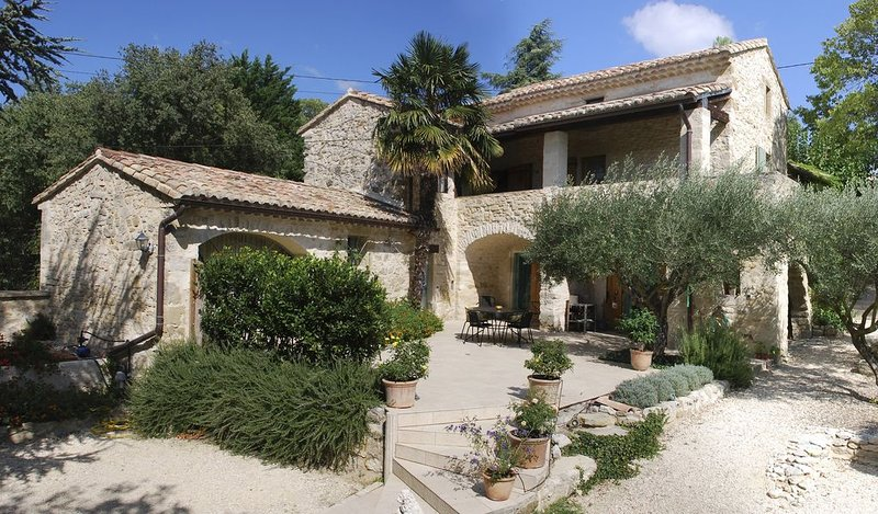 Mas en pierre 10 personnes avec piscine à 10km d'Uzes (nouvelles photos), holiday rental in Sainte-Anastasie