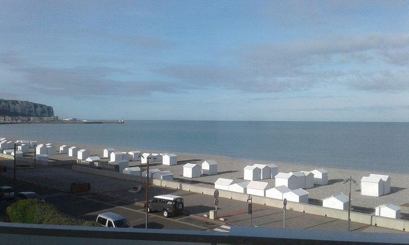 Appartement avec vue sur la mer, holiday rental in Saint-Quentin-la-Motte-Croix-au-Bailly