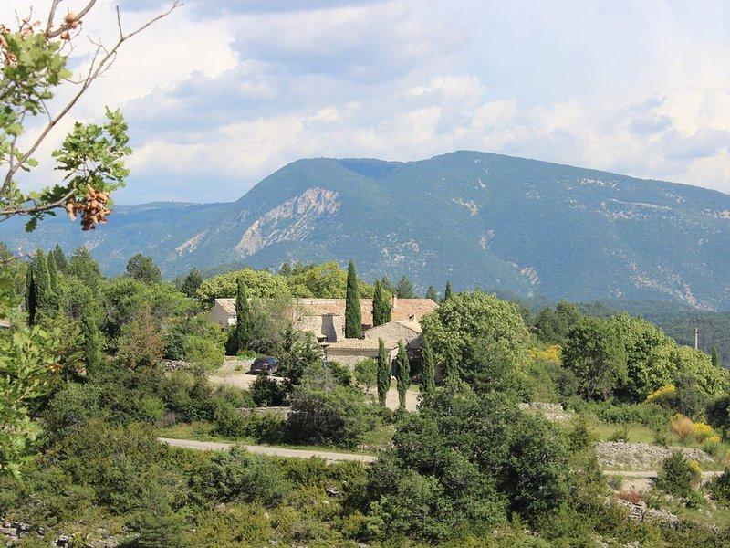 Gîte de Baume hameau de Vergol 800 m d'altitude, location de vacances à Montbrun-les-Bains