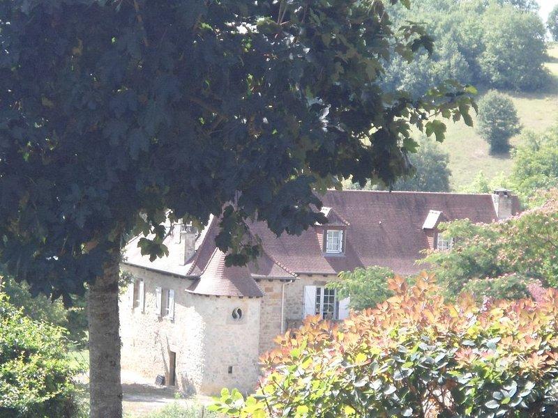 Magnifique demeure de caractère avec grande piscine aux portes du Périgord !, holiday rental in Tudeils