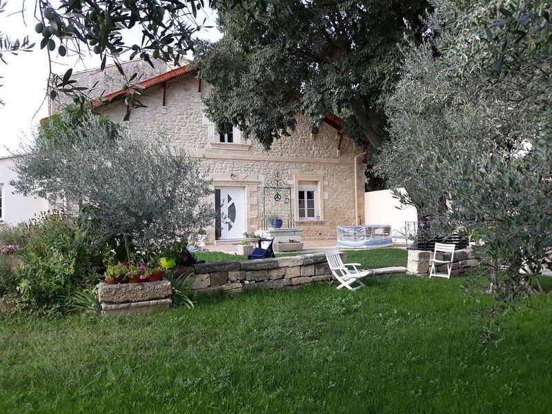 maison indépendante tout confort  non fumeur 2 à 7 personnes 3 chambres, holiday rental in Arpaillargues