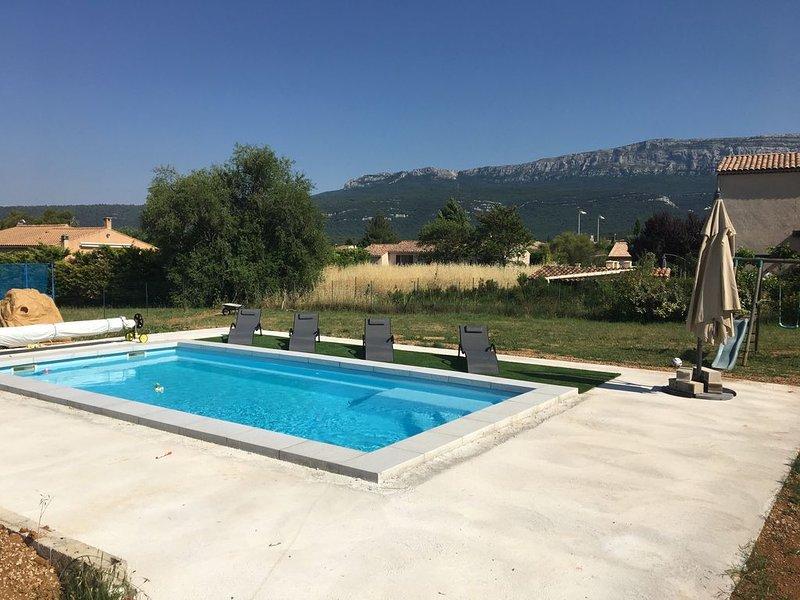 Belle maison individuelle avec piscine, holiday rental in Plan-d'Aups-Sainte-Baume