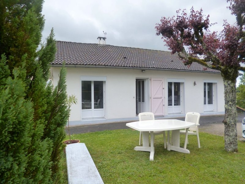 APPARTEMENT DANS MAISON, holiday rental in Roumegoux