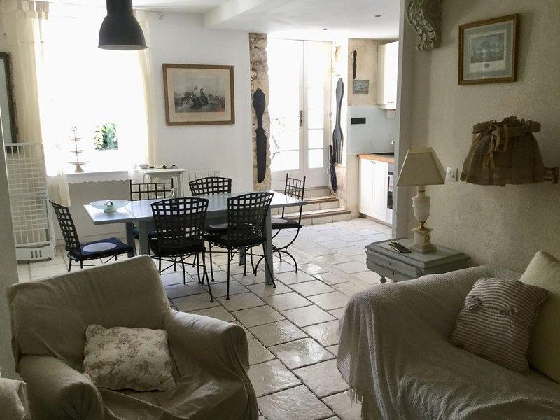 Maison de charme centre ville St Georges de Didonne /mer à 150 m, vacation rental in Saint-Georges-de-Didonne
