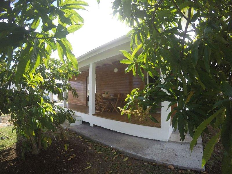 Villa marga : jolie villa créole neuve, location de vacances à Capesterre-Belle-Eau