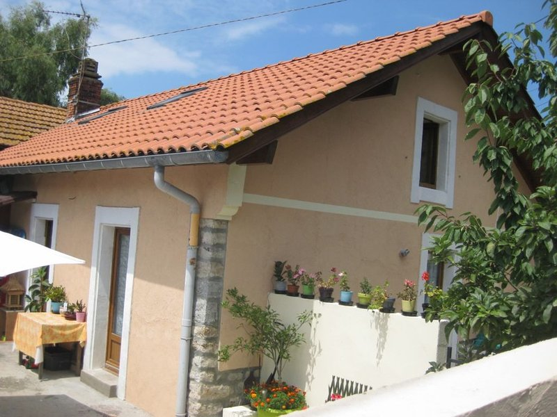 Dans petite maisonnette,appartement 1 chambre a louer, holiday rental in Boucau
