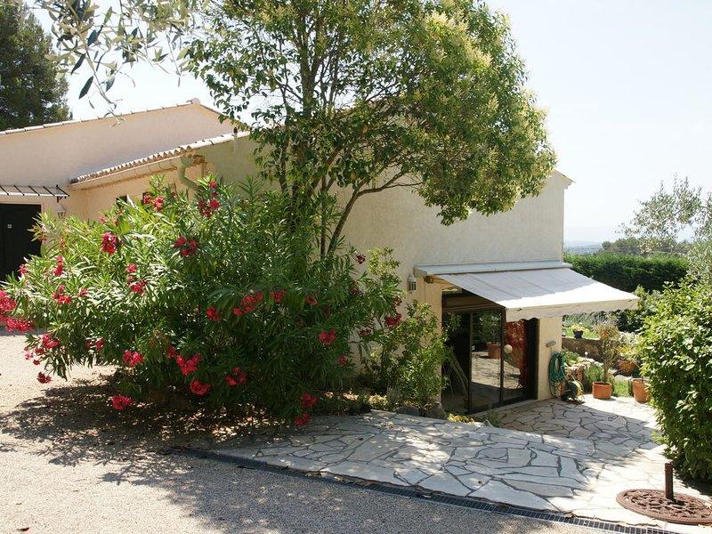 Belle demeure au style provençal avec piscine dans domaine privé, location de vacances à Lorgues