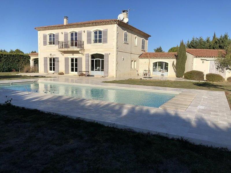 BASTIDE 320M² AVEC PISCINE PRIVEE, 'village à pied',  12 Personnes, casa vacanza a Mas-Blanc-des-Alpilles