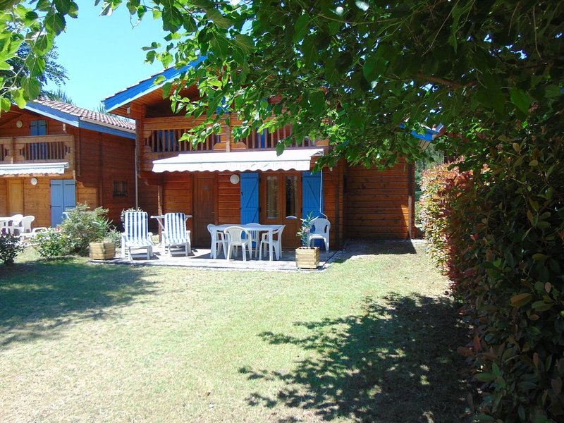 CHALET CLIMATISE 4/6 PERSONNES PROCHE MIMIZAN AVEC WIFI, holiday rental in Bias