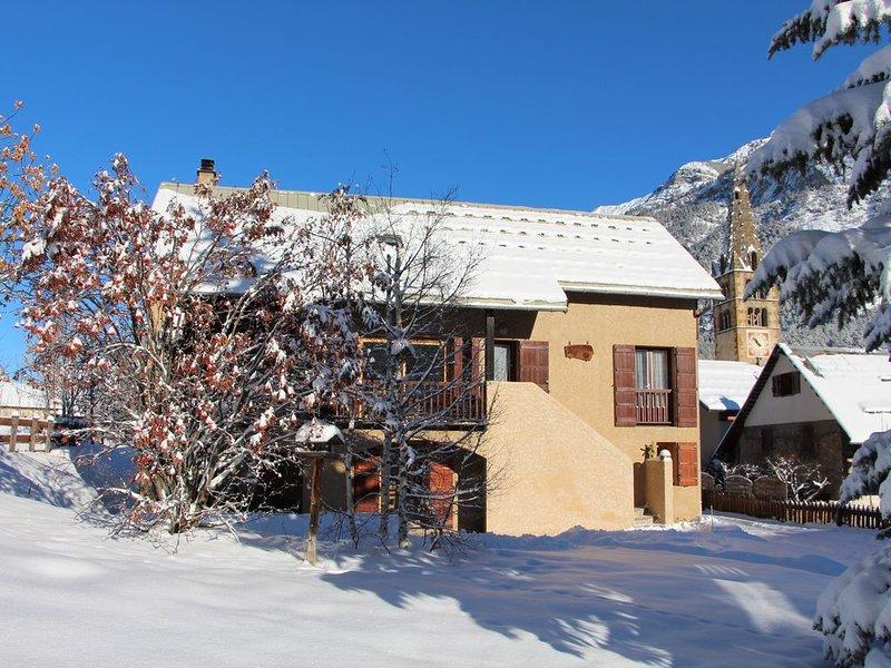 Appartement 6 personnes  exposé sud Vallée de la Clarée, holiday rental in Val-des-Pres