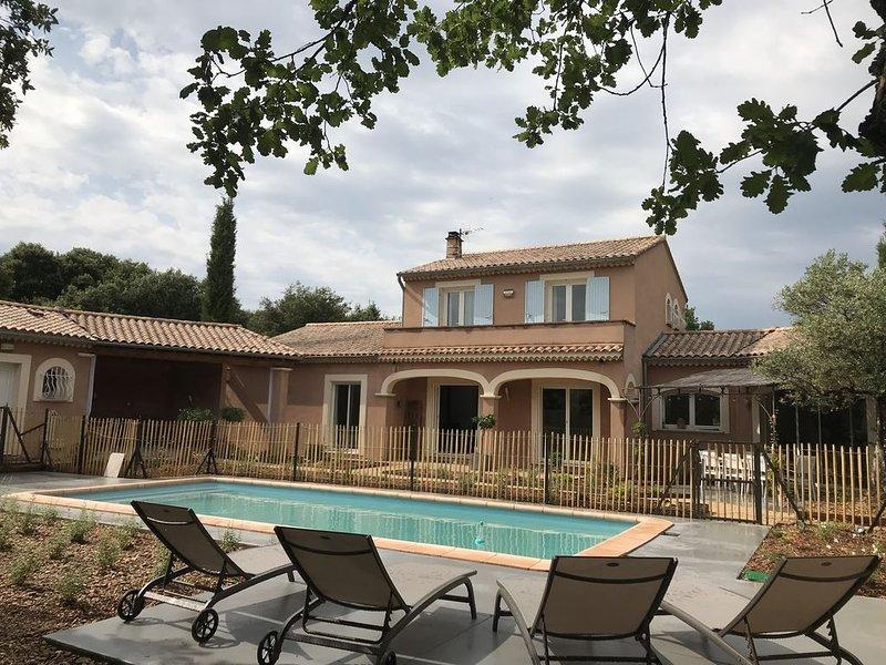 Villa provençale au cœur de la chênaie, location de vacances à Suze-la-Rousse