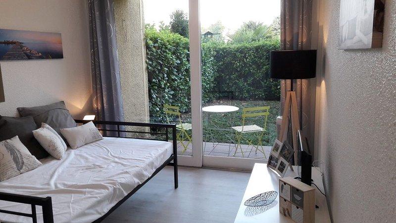 Studio contemporain avec jardin en centre ville d'Albi cité épiscopale, holiday rental in Serenac